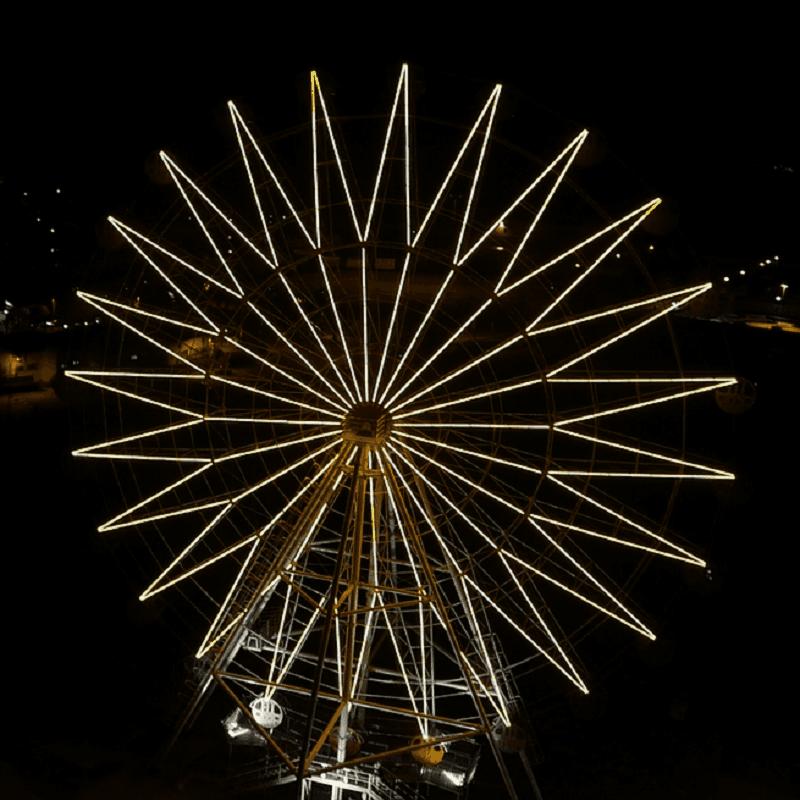 Ruota panoramica di notte